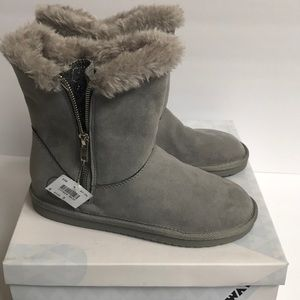 Airwalk warm and fuzzy boot.  NWT.